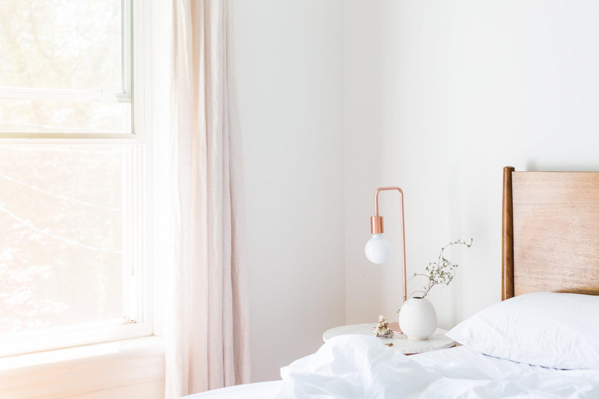tapicerowane nowoczesne łóżko